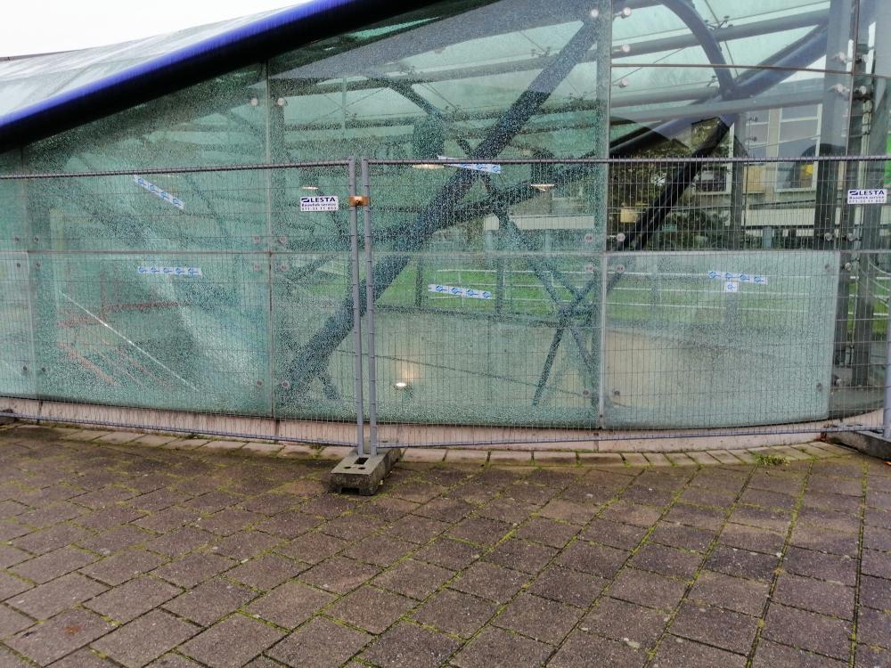 Ruiten metrostation Parkweg vernield door vandalen - SCHIE