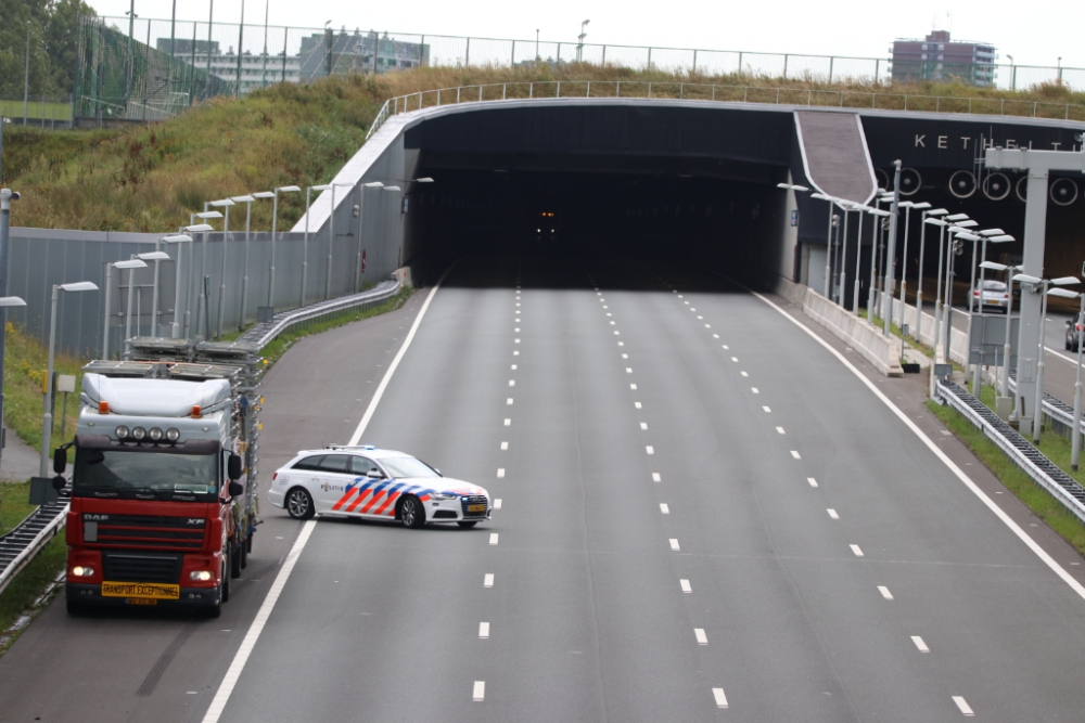 Ketheltunnel richting Delft dicht na aanrijding