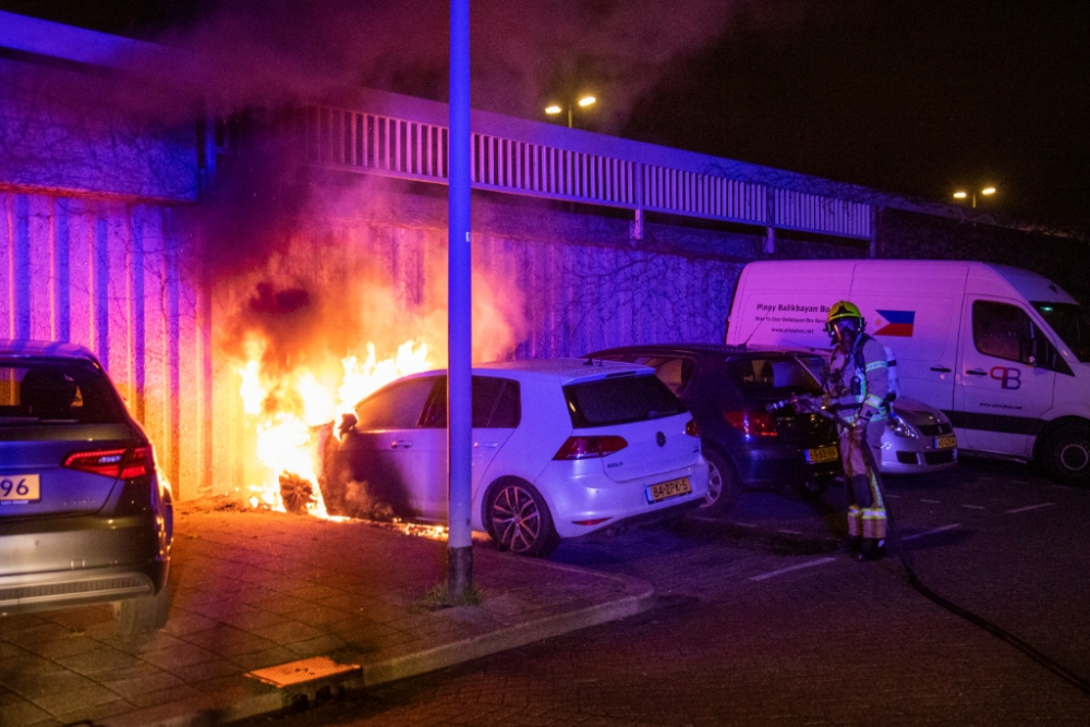 Auto verwoest door brand in de Gorzen