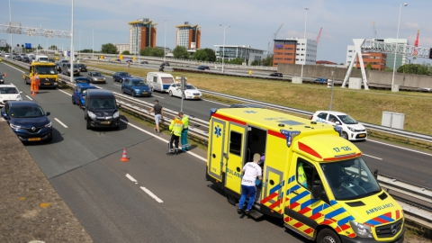 Lange files op A4 en A20 door ongeval Beneluxtunnel